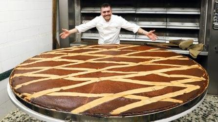 La pastiera napoletana più grande del mondo: al Gambrinus di Napoli l'impresa da record