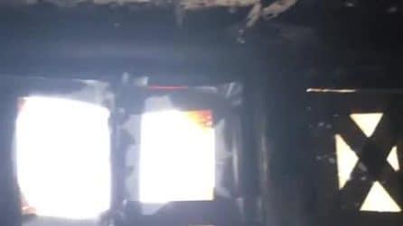 Joan Collins mostra la sua casa distrutta da un incendio