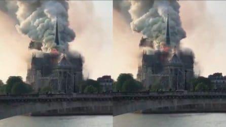 Parigi, incendio a Notre Dame: colonna di fumo si alza in cielo