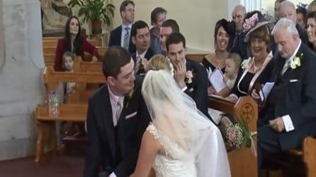 Una voce da dietro interrompe il matrimonio: gli sposi restano increduli