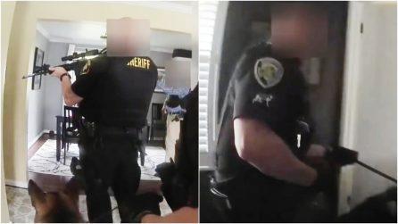 Strani rumori in bagno, chiamano la polizia pensando a un ladro: gli agenti trovano un aspirapolvere