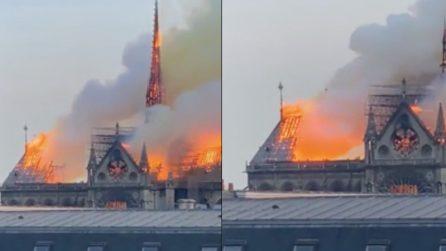 Parigi, crollato il tetto della cattedrale di Notre Dame