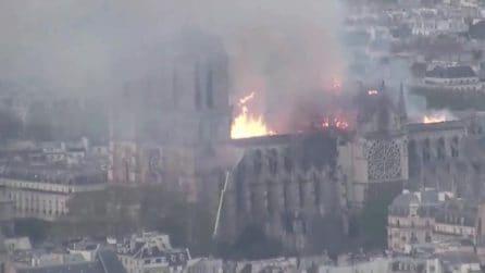 Il timelapse dell'incendio di Notre Dame: la cattedrale divorata dalle fiamme