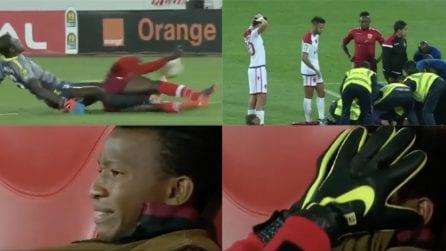 Portiere si scontra col compagno e si rompe entrambe le gambe: le lacrime degli altri calciatori