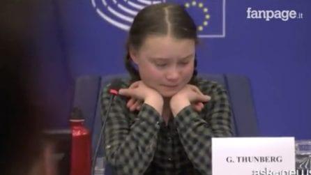 """Ambiente, Greta Thunberg piange al Parlamento UE: """"Agire subito"""""""