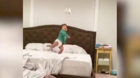Super rovesciata a soli due anni: questo bambino è un piccolo fenomeno