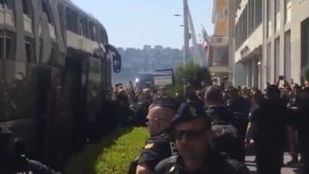 Europa League, i giocatori dell'Arsenal arrivano all'hotel Vesuvio