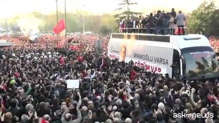 Turchia, bagno di folla per il sindaco di Istanbul Imamoglu