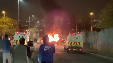Irlanda del Nord, scontri con la polizia: muore una giornalista di 29 anni