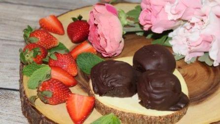 Tartufini fragola e cioccolato: semplici da preparare e buonissimi