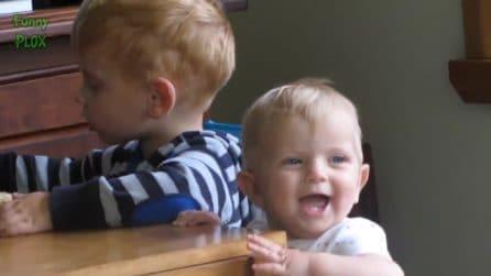 Il papà tossisce: la reazione del bimbo è esilarante