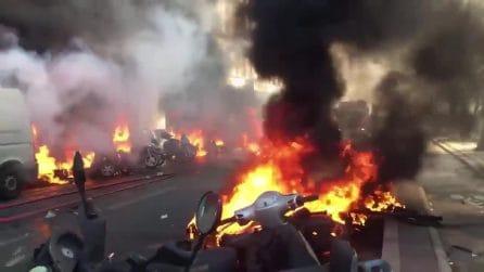 Gilet gialli, vetrine in frantumi e veicoli incendiati: l'ultimatum a Macron