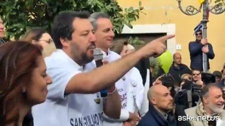 """Salvini vuole il grembiule obbligatorio a scuola: """"Riportare ordine e disciplina"""""""