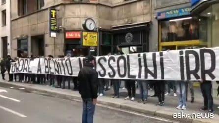 """Blitz neofascista, a Milano striscione """"Onore a Benito Mussolini"""""""