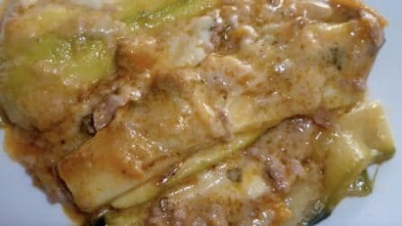 Parmigiana di zucchine con ragù e besciamella: un contorno ricco e saporito