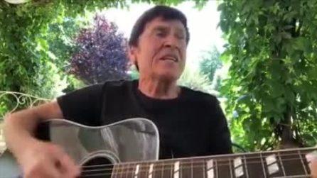 """Gianni Morandi imbraccia la chitarra e canta """"Bella Ciao"""" per la Festa della Liberazione"""