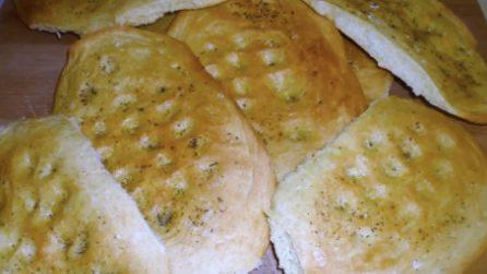 Focaccia olio origano e sale: servitela al posto del pane