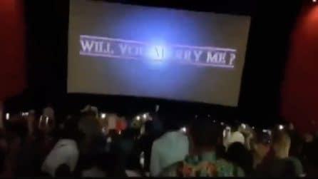 Sorprende la sua fidanzata durante la proiezione di Avengers Endgame: la proposta emozionante