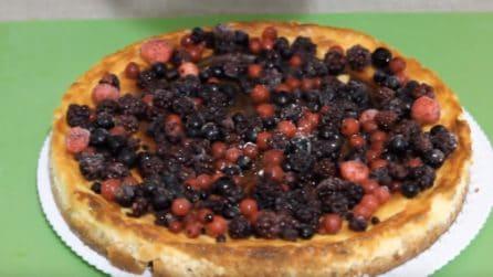 Cheesecake al forno con frutti di bosco: ideale per concludere un ottimo pranzo