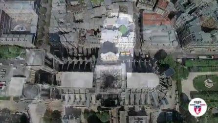 Dopo l'incendio a Notre-Dame è stato installato un tetto: il drone mostra le immagini dal'alto