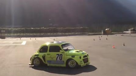 Preparano una super macchina: la Fiat 500 con il motore di una moto