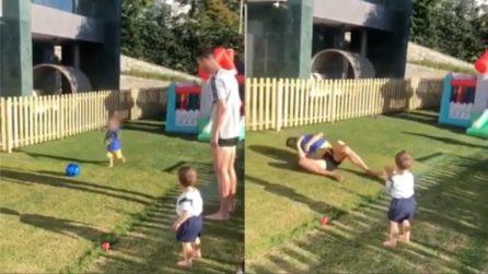 Cristiano Ronaldo super papà: gioca a pallone coi suoi piccoli