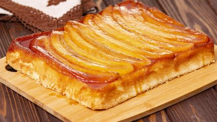Torta rovesciata alla banana: un dolce soffice e gustoso a base di frutta!