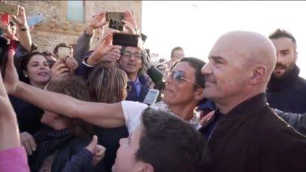 Folla per Luca Zingaretti sul primo set delle nuove puntate de 'Il commissario Montalbano'