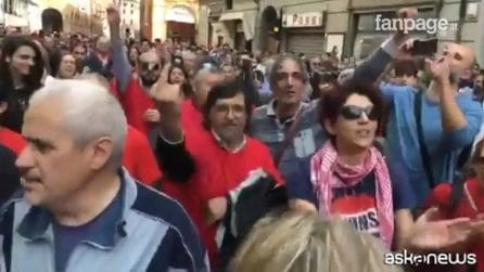 Salvini contestato a Modena, scontri con la polizia e coro di Bella Ciao