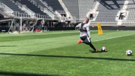 Wayne Rooney ha un piede magico: il tiro a giro sul secondo palo è meraviglioso