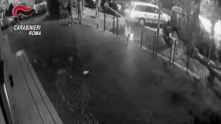 Roma, tentano di scardinare un bancomat: rapinatori ripresi dalle telecamere e arrestati