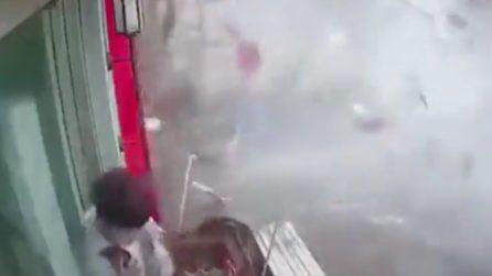 Esplosione di gas in un ristorante: il drammatico momento