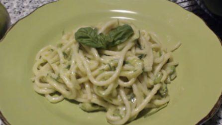 Bucatini con zucchine e provolone: il primo piatto cremoso che vi farà impazzire