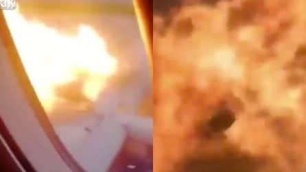 Mosca, le immagini dall'interno dell'aereo che prende fuoco all'atterraggio: le urla di terrore