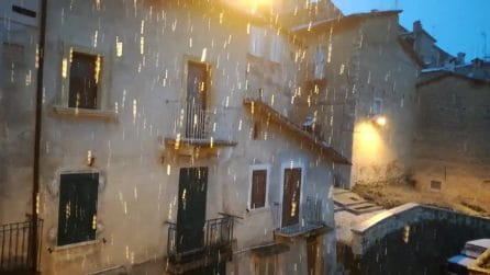 L'Aquila si tinge di bianco, sembra inverno: la nevicata in piena primavera
