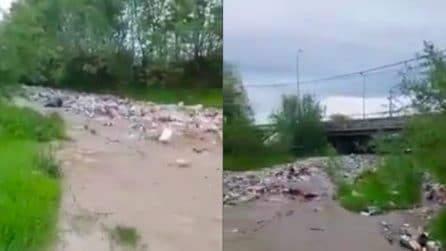 C'è un'inondazione terribile: ma quello che viene fuori dal fiume è ancor più spaventoso