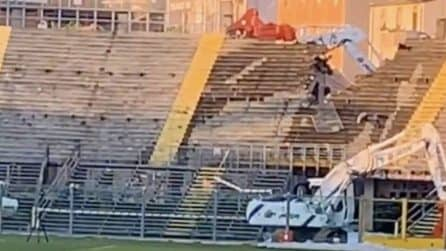 Atalanta, il momento in cui viene demolita la curva dello stadio Atleti Azzurri D'Italia