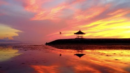 Tramonti mozzafiato e acqua cristallina: la meraviglia di Bali