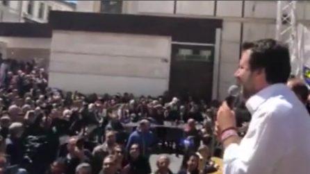 """Catanzaro, Salvini si rivolge ai contestatori: """"Moscerini rossi, la droga fa male"""""""