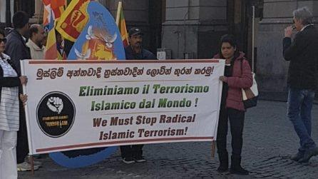 """""""Eliminare il terrorismo"""", il corteo per le strade di Napoli"""