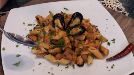 Mezze penne con cozze nere e fagioli: un primo piatto da leccarsi i baffi