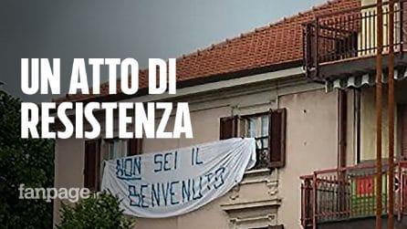 """Slogan anti Salvini, l'autore dello striscione rimosso: """"Ho paura di questo Stato"""""""