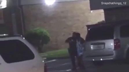"""Texas, urla """"sono incinta"""" al poliziotto: lui spara e la uccide"""