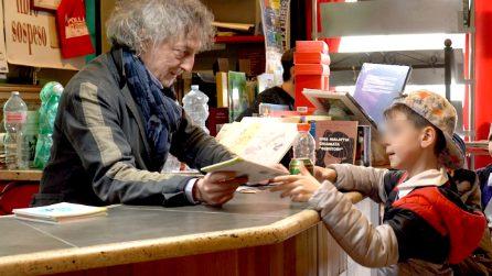 """""""Un libro in cambio di una bottiglia di plastica"""": il librario che lotta per salvare il pianeta"""