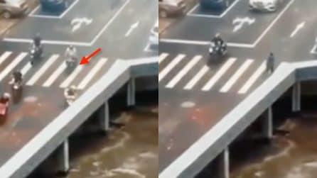 """I veicoli """"scompaiono"""" in strada: ecco cosa succede realmente"""