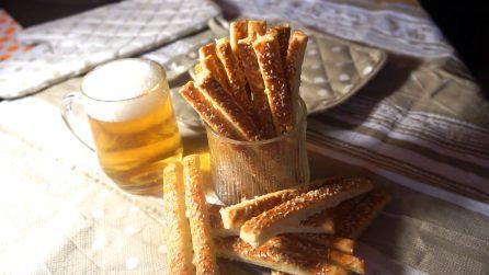 Grissini al formaggio: lo spuntino perfetto da preparare a casa tua