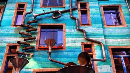 Il palazzo che suona quando piove. A Dresda il Funnel Wall è l'attrazione del Kunsthofpassage