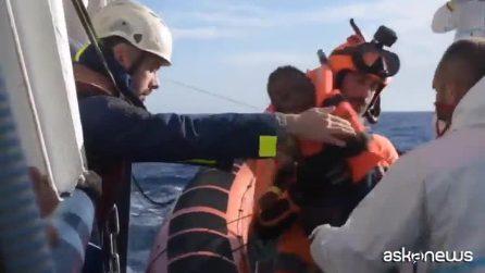 """La Sea Watch entra in acque italiane. Salvini: """"Porti sono chiusi"""""""