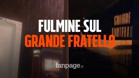 """Fulmine sul Grande Fratello, trasmissione interrotta. Barbara D'Urso: """"Qui è tutto allagato"""""""