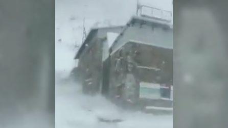 Vento e tempesta di neve: le immagini della spaventosa tormenta